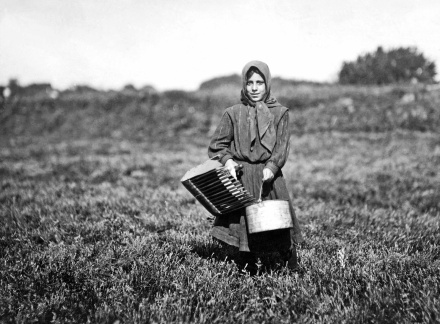 Lewis Hine - Carrie Maderyos ready to pick. Said 12 years old. Falmouth, Swift's Bog, Massachusetts, 1911